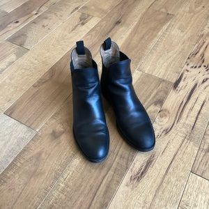 Everlane Chelsea boots, size 7